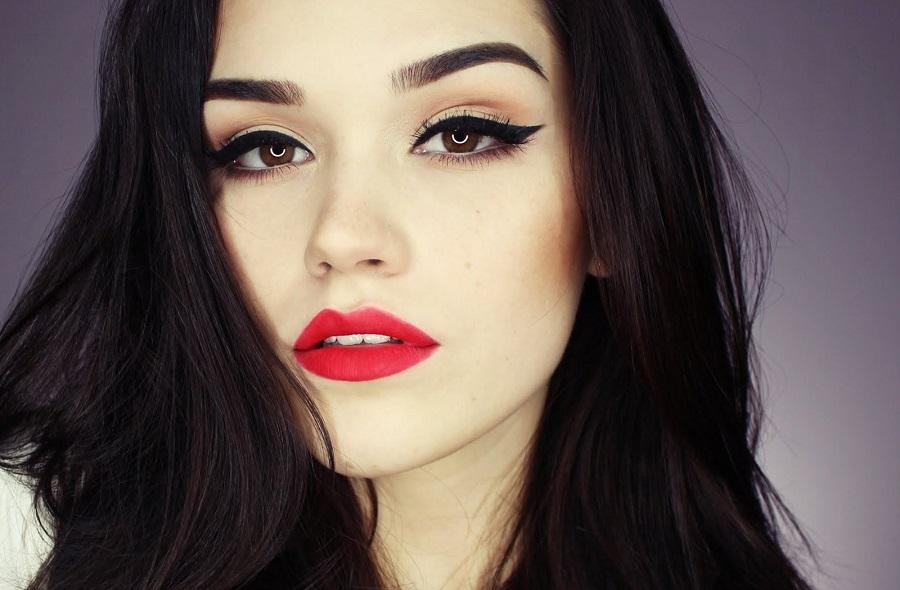 makyaj yaparken güzelliğe dikkat