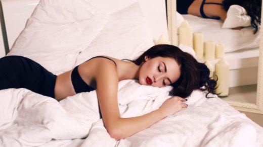 makyajla uyumak