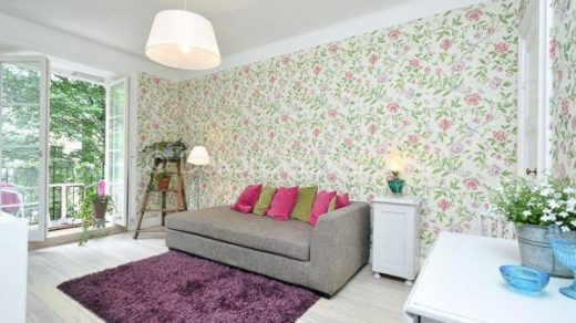 Pembe Çiçekli Duvar