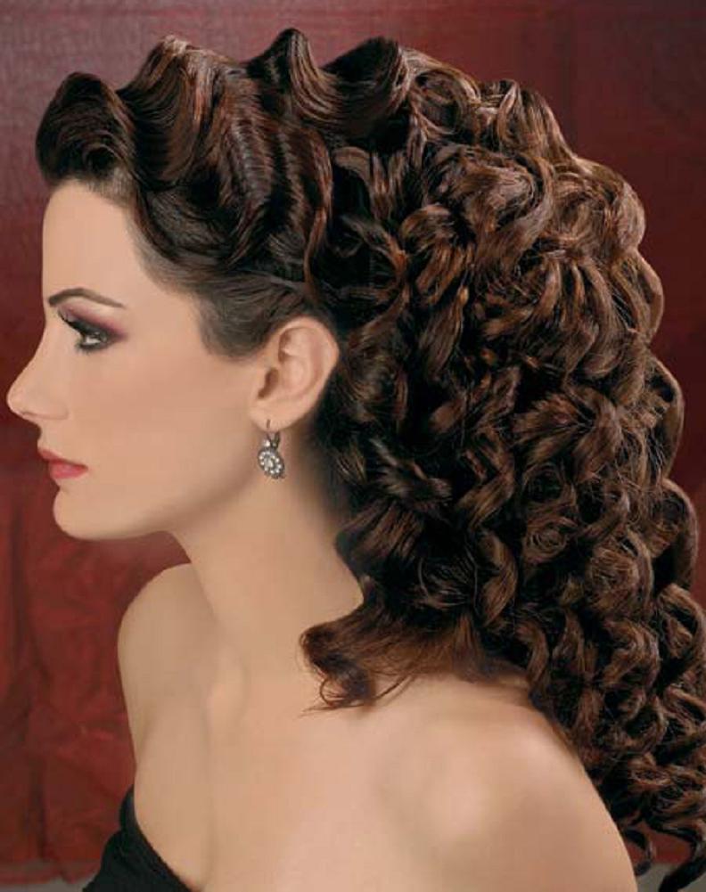 Uzun Kıvırcık Saç Modeli